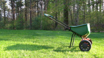 Drop spreader for lawn fertilizer